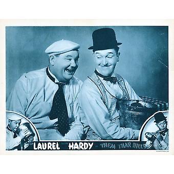 Them Thar Hills ci Lobbycard fondo e centro da sinistra Oliver Hardy Stan Laurel 1934 Movie Poster stampa di alta qualità