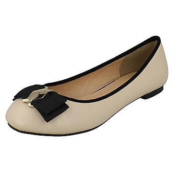 Ladies Anne Michelle Bow Detail Ballerina Shoes