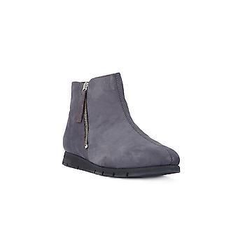 Frau Nabuk lead shoes