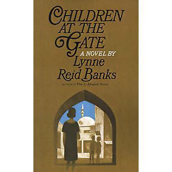 Barn vid porten av banker & Lynne Reid