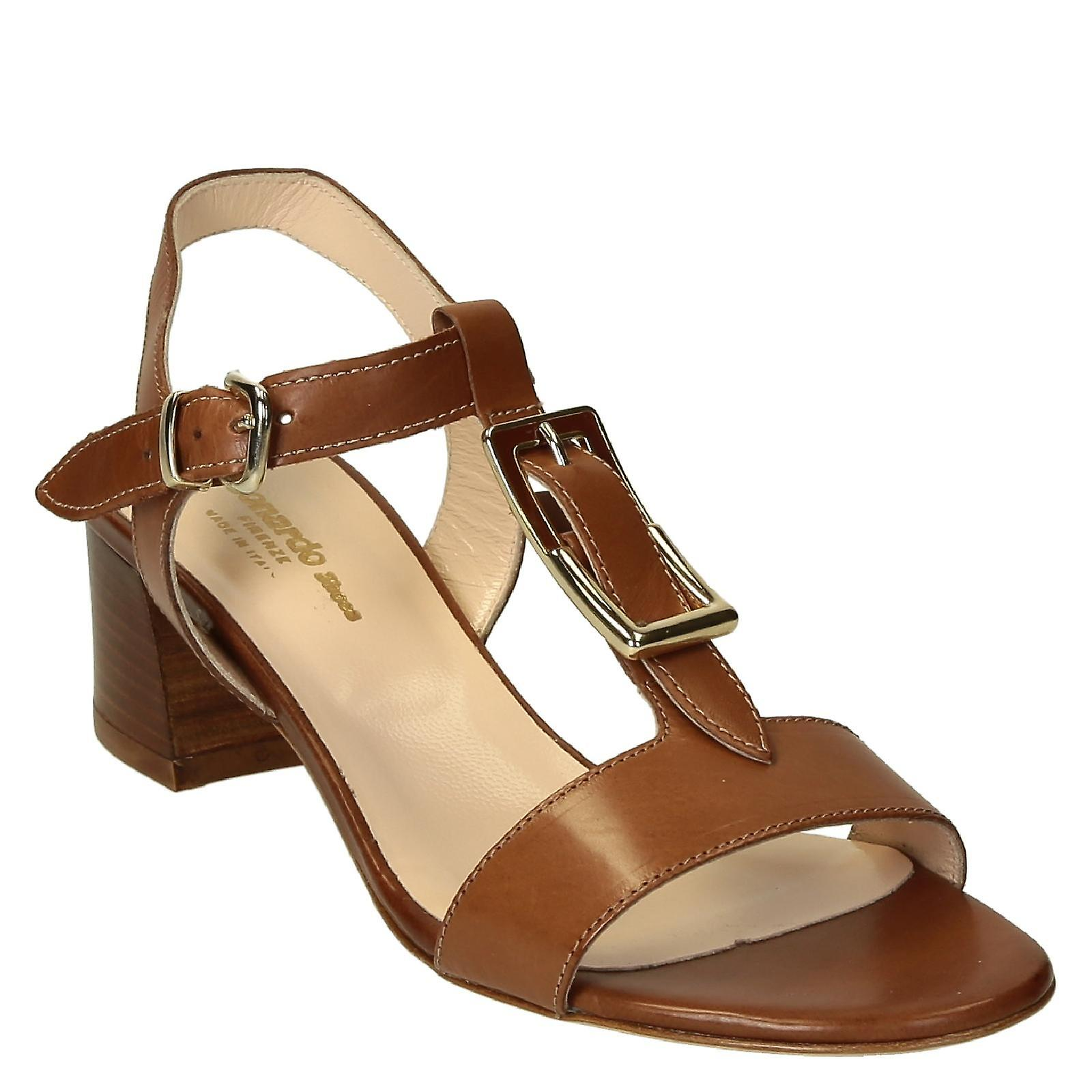 Medium heels ankle strap sandals in brown leather