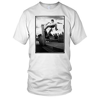 Skater Big Jump - B&W Skateboarder Skateboard Mens T Shirt