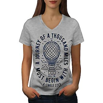 Reise beginnen Frauen GreyV-Neck T-shirt   Wellcoda