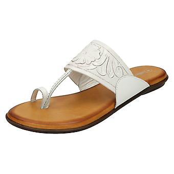 Ladies Leather Collection Flat Toe Loop Sandals F00041