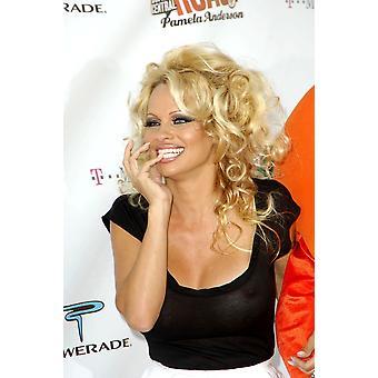 Pamela Anderson à arrivées pour Comedy Central célébrité rôti de Pamela Anderson Sony Studios Los Angeles Ca 7 août 2005 Photo par Michael GermanaEverett Collection célébrité