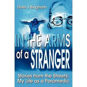 I armene til en fremmed historier fra gatene mitt liv som Paramedic av Bingham & Dale J