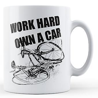 Hardt eier en bil sykkel sykkel - trykte krus