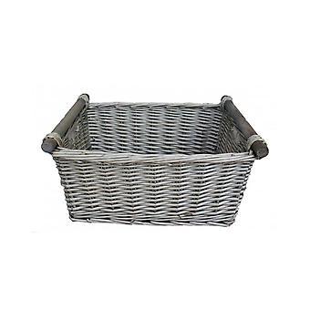 Kleine graue Wäsche aus Holz behandelt Lagerung Weidenkorb