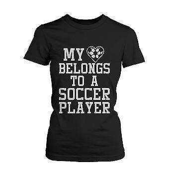Смешные заявления женщин Черная футболка - мое сердце принадлежит к смешные рубашку игрок футбола