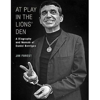 Spelar i lejongropen: en memoar av Daniel Berrigan och biografin
