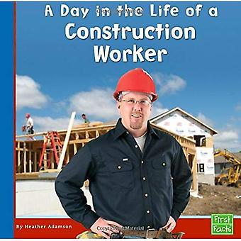 A Day in the Life of a Construction Worker (First Facts: Community Helpers at Work)