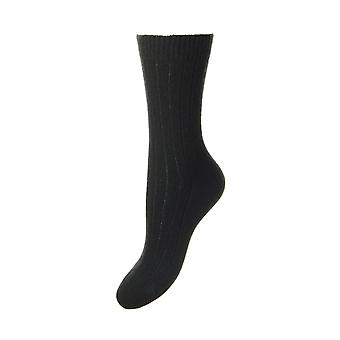 Tabitha women's luxury cashmere crew socks in black | English made by Pantherella