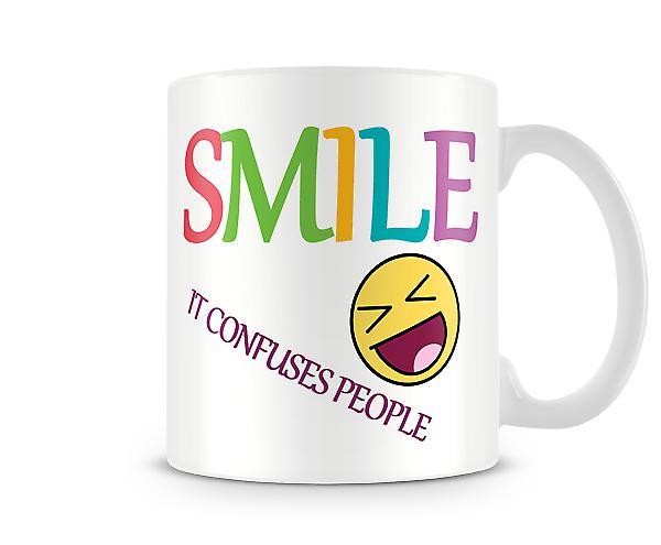 Sonrisa confundir taza impresa