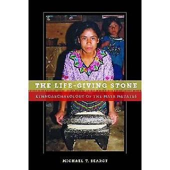Den livgivande stenen - Ethnoarchaeology av Maya metater av Michael T.