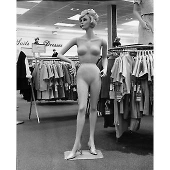 Maniquí en una tienda de ropa Poster Print