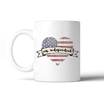 La Sra. independiente corazón imprimir taza de café cerámica 11 Oz 4 de julio
