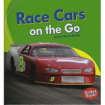 Racerbilar i farten (Bumba böcker maskiner som går)