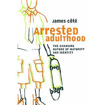Arresteret voksenalderen den skiftende natur af modenhed og identitet af Cote & James & E.