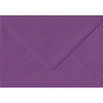 Lila gummerat gratulationskort färgade lila kuvert. 100gsm FSC hållbart papper. 125 mm x 175 mm. bankir stil kuvert.