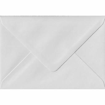 Vit gummerat A5 färgade vita kuvert. 130gsm FSC hållbart papper. 152 mm x 216 mm. bankir stil kuvert.