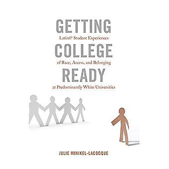 Redo College: Latin @ Student erfarenheter av Race, tillgång och tillhörighet vid övervägande vit universitet...