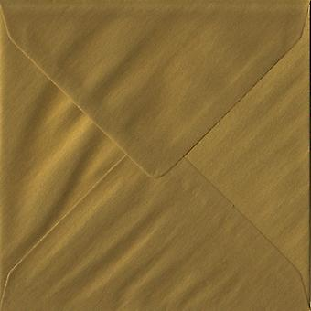 Guld gummerat 130mm fyrkantig färgade guld kuvert. 100gsm FSC hållbart papper. 130 mm x 130 mm. bankir stil kuvert.
