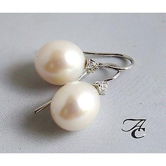 White Gold pearl earrings with diamond