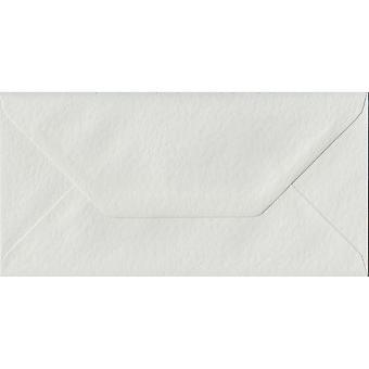 Vit hammare gummerat DL färgade vita kuvert. 100gsm FSC hållbart papper. 110 mm x 220 mm. bankir stil kuvert.