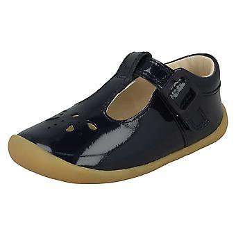 Girls Clarks Cut Out Detailed Pre-Walking Shoes Roamer Star