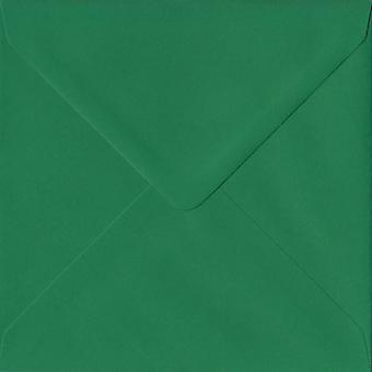 Xmas grön gummerat 155mm fyrkantig färgade gröna kuvert. 100gsm FSC hållbart papper. 155 mm x 155 mm. bankir stil kuvert.