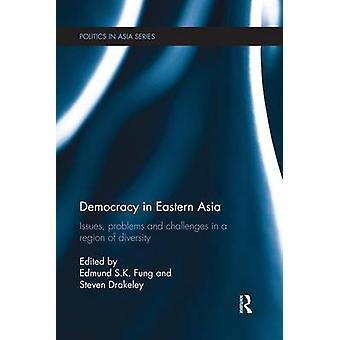 قضايا الديمقراطية في شرق آسيا المشاكل والتحديات في منطقة التنوع حسب إدموند & فونغ س. ك.