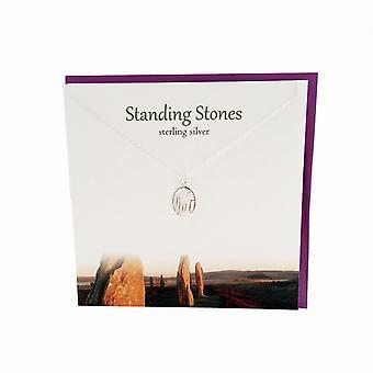 Sølv Studio Outlander inspirert stående steiner anheng kort