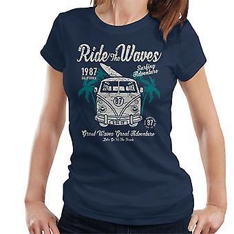 Rida vågor Camper Van Women's T-Shirt