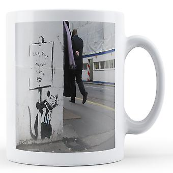 Drukowanych kubek featuring Banksy'ego, kompozycji 'Londyn nie praca szczur 2'