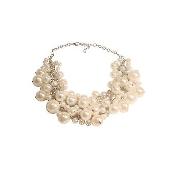 Classic statement necklace with pearls