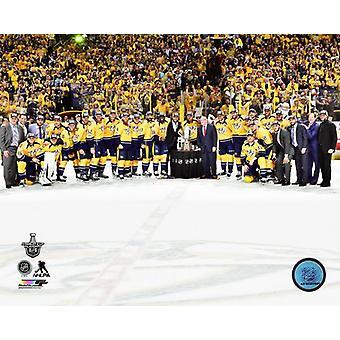 Die Nashville Predators feiern 2016 / 17 Western Conference Photo Print zu gewinnen