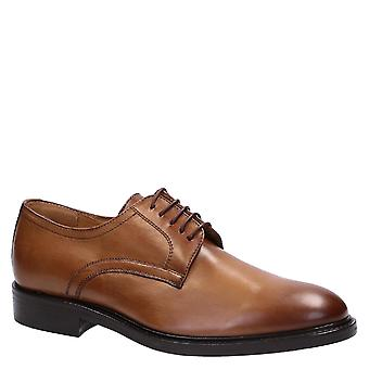 Handmade men's derby shoes in tan color leather