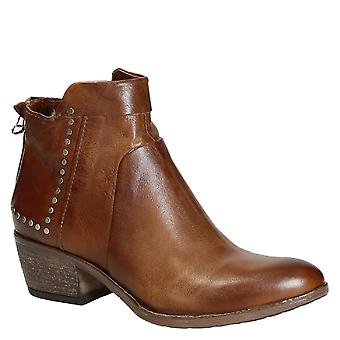 Handmade low western heels ankle boots in tan leather