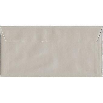 Oyster Pearl skal/tätning DL färgade elfenben kuvert. 100gsm FSC hållbart papper. 110 mm x 220 mm. plånbok stil kuvert.