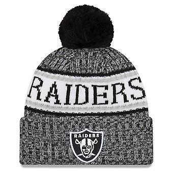 Ny æra NFL sidelinjen 2018 Bobble Hat Oakland Raiders