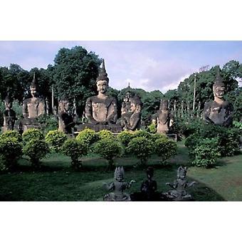 Buddhistiske skulpturer på Xieng Khuan Buddha Park Vientiane Laos Poster trykk av Keren Su