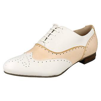 Дамы Clarks смарт/вскользь башмак стиль обувь Ennis ивы