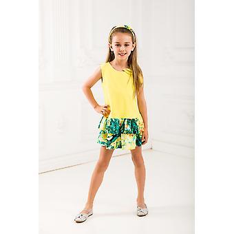 Gelbe Mädchen verkleiden