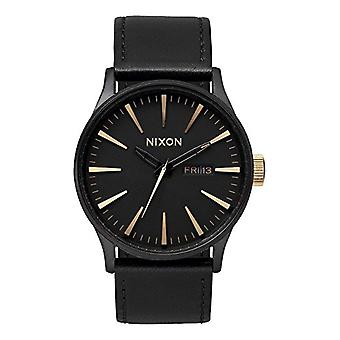Nixon analog quartz watch with leather band _ A1051041-00
