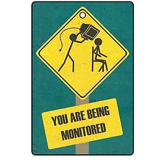 Sua sendo monitorado refrogerador de ar do carro
