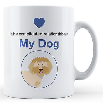 Ich bin in eine komplizierte Beziehung mit meinem Hund - Becher bedruckt