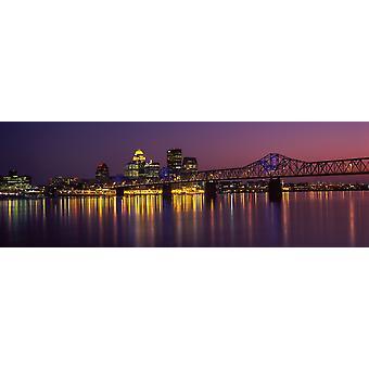 Brug over een rivier in de schemering George Rogers Clark Memorial Bridge Ohio River Louisville Kentucky USA Poster Print