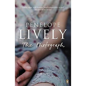 The Photograph by Penelope Lively - 9780141011943 Book
