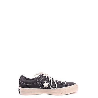 أحذية القماش الأسود معكوسة