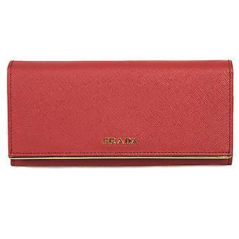Prada Red Saffiano Cuir Flap Portefeuille avec détail de barre en métal 1MH132 QME F068Z